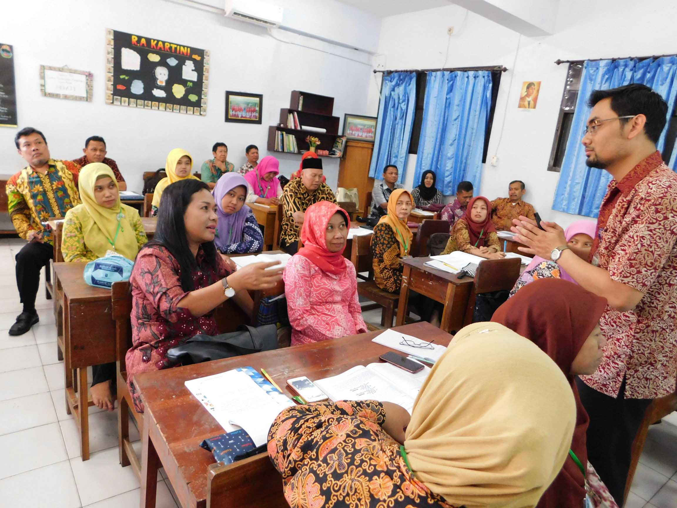 Training on Enhancing Science Material Understanding Based on National Exam and Science Olympiade for Junior High School Teachers in Tulungagung Regency