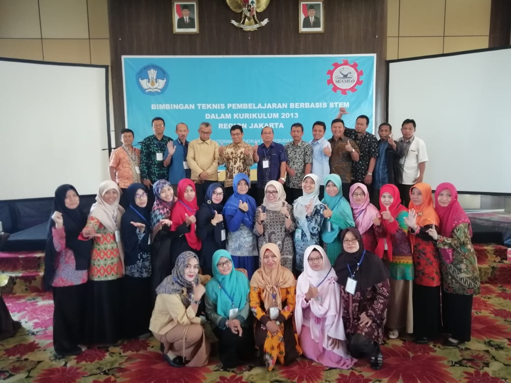 Training on STEM Implementation in 2013 Curriculum (Phase 1 and 2), a collaboration between Directorate of Secondary School Development, SEAQIS and SEAQIM