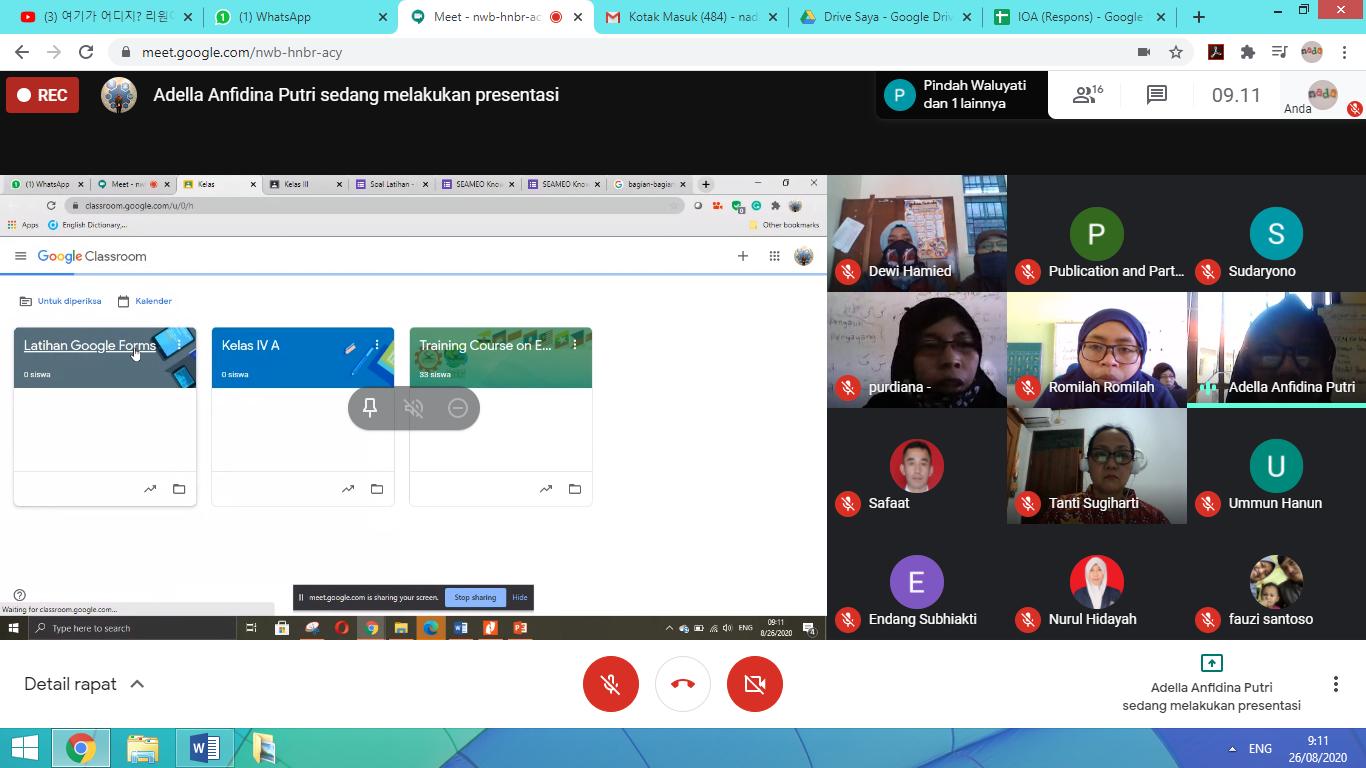 Pemaparan materi mengenai aplikasi Google Meet